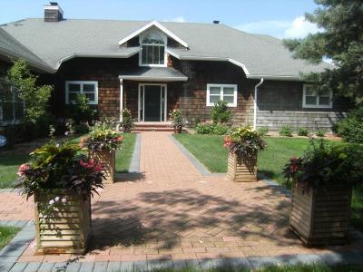 Oshkosh Single Family Home Active-No Offer: 1970 Cliffview