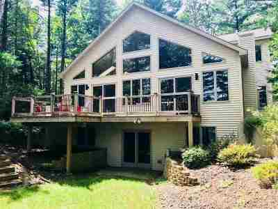 Waupaca Single Family Home Active-No Offer: N2402 S Miner Dr