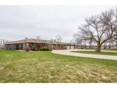 Winneconne Single Family Home Active-No Offer: 260 Twin Harbor