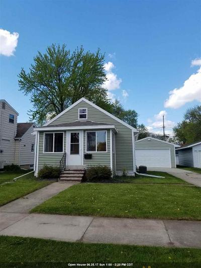 Neenah Single Family Home For Sale: 923 Riverlawn