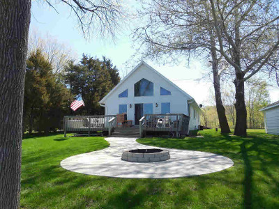 Luxemburg Single Family Home For Sale: 221 Bay Chapel