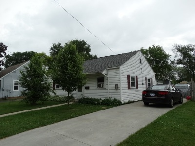 Single Family Home Active-No Offer: 821 Appleton