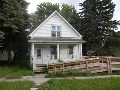 Kaukauna Single Family Home For Sale: 217 E 8th