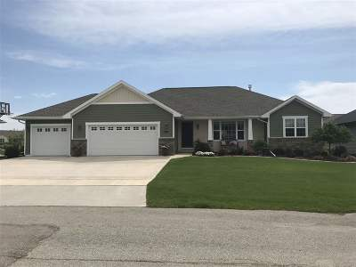 Menasha Single Family Home Active-No Offer: 867 Lotus