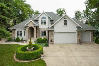 Menasha Single Family Home Active-Offer W/O Bump: 2022 Pinewood