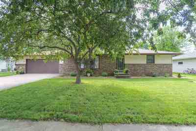 Little Chute Single Family Home Active-Offer W/O Bump: 1700 Franklin