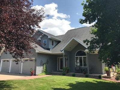 Oshkosh Single Family Home Active-No Offer: 958 Wylde Oak
