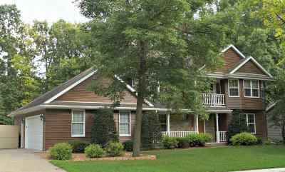 Oshkosh Single Family Home Active-Offer W/O Bump: 1764 Hunters Glen