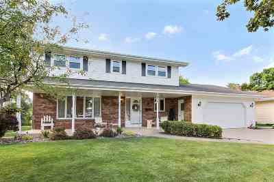 Combined Locks Single Family Home Active-No Offer: 418 Jerelyn