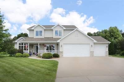 Menasha Single Family Home Active-Offer W/O Bump: 2424 Trefoil