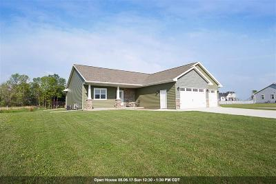 Neenah Single Family Home Active-Offer W/O Bump: 1825 Hedgeview