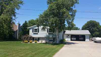 Oshkosh Single Family Home For Sale: 5240 Primrose