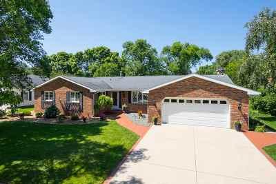Oshkosh Single Family Home Active-No Offer: 1845 Cliffview