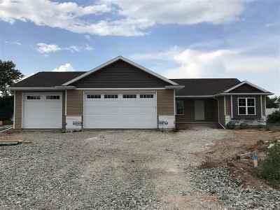 Menasha Single Family Home Active-Offer W/O Bump: 3074 Winnipeg