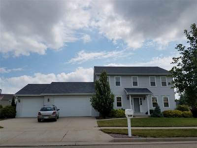 Neenah Single Family Home Active-Offer W/O Bump: 1614 Lone Oak