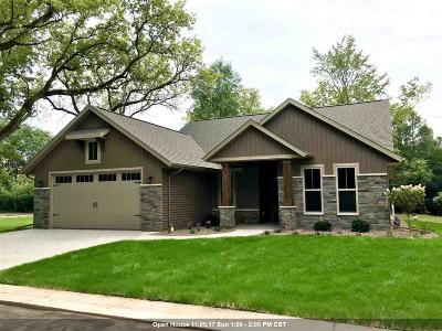 Appleton Single Family Home Active-No Offer: 1102 N Forestbrook