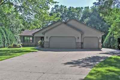 Kaukauna Single Family Home Active-Offer W/O Bump: 1 Ash Grove