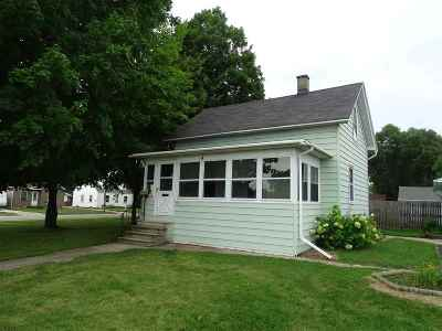 Menasha Single Family Home For Sale: 704 8th