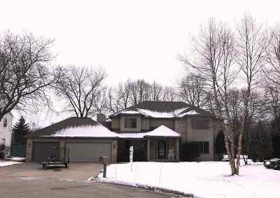 Neenah Single Family Home Active-No Offer: 935 Pansy
