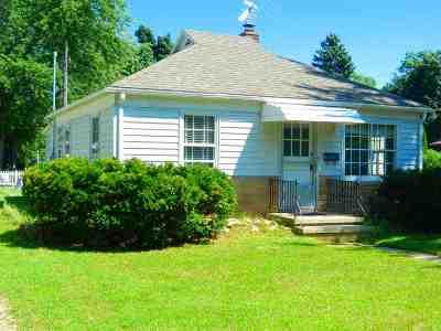 Neenah Single Family Home Active-Offer W/O Bump: 770 Congress