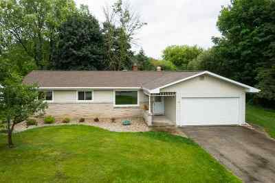 Neenah Single Family Home Active-No Offer: 741 Fieldcrest