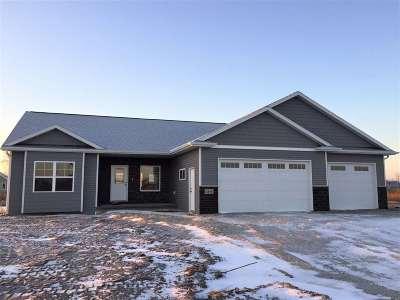 Appleton Single Family Home Active-No Offer: 2819 W Hidden Pine