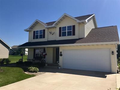 Kaukauna Single Family Home Active-No Offer: 2142 Olde Country