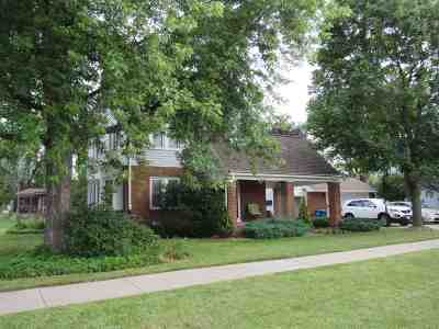 Little Chute Single Family Home For Sale: 704 E Lincoln