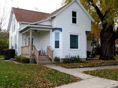 Combined Locks Single Family Home For Sale: 521 Janssen