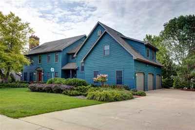Appleton Single Family Home For Sale: 321 E Castlebury