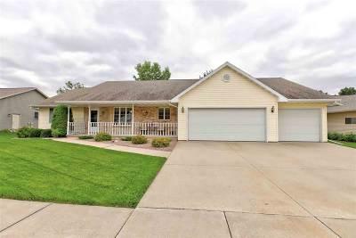 Kaukauna Single Family Home For Sale: 431 Green Haven