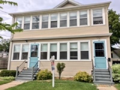 Appleton Multi Family Home Active-Offer W/O Bump: 216 E North