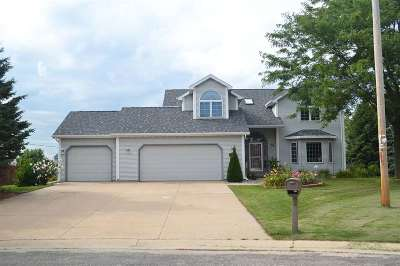 Appleton Single Family Home Active-No Offer: 1220 W Deerwood