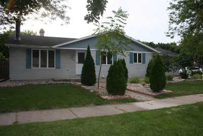 Little Chute Single Family Home Active-No Offer: 400 Orchard