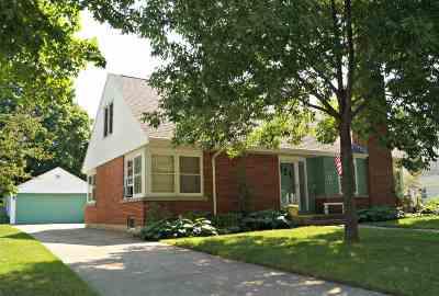 Oshkosh Single Family Home For Sale: 822 Evans