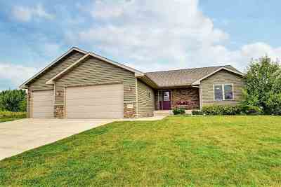 Menasha Single Family Home For Sale: W6434 Dogwood