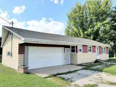 Little Chute Single Family Home For Sale: 1401 Freedom