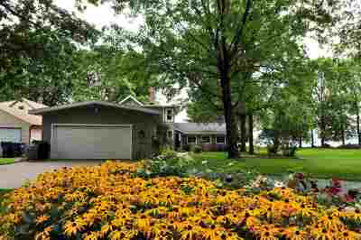 Neenah Single Family Home For Sale: 160 Adella Beach