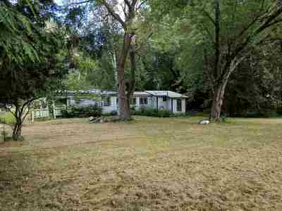 Howard, Suamico Single Family Home Active-No Offer: 3695 N Lakeview