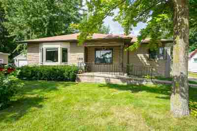 Little Chute Single Family Home For Sale: 1516 E Main