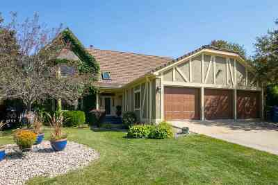 Neenah Single Family Home For Sale: 521 Harbor Light