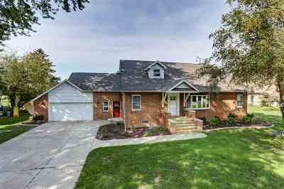 Oshkosh Single Family Home For Sale: 1865 Hickory