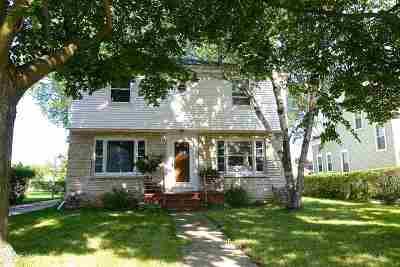 Oshkosh Single Family Home For Sale: 1256 Jackson