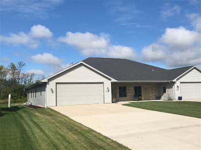Menasha Single Family Home For Sale: N9079 Spring Valley