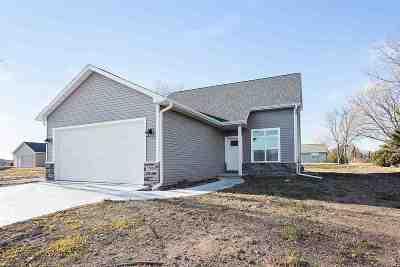 Kaukauna Single Family Home For Sale: 3005 Crooks