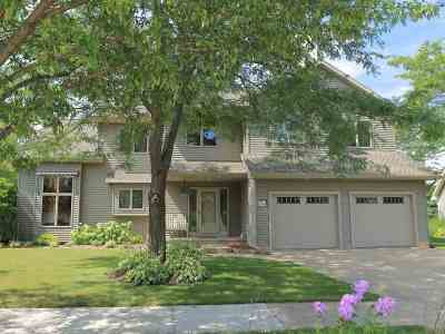 Oshkosh Single Family Home For Sale: 1555 Candlelight