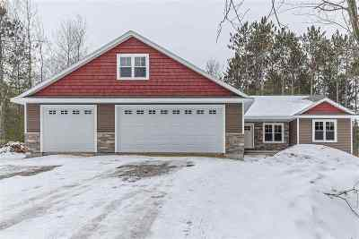 Little Suamico Single Family Home For Sale: 714 Maple Leaf