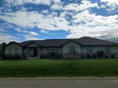 Oshkosh Single Family Home For Sale: 1374 Rasmussen