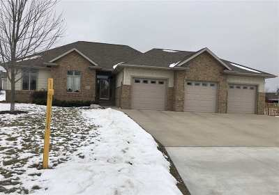 Menasha Single Family Home For Sale: 2040 Sweetbriar
