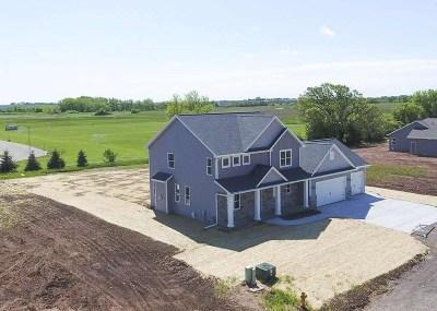Oshkosh Single Family Home For Sale: 2120 Morningstar